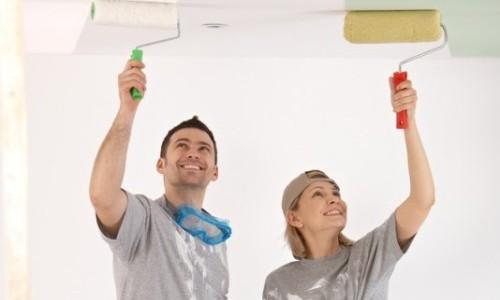 покраска потолка своими руками видео