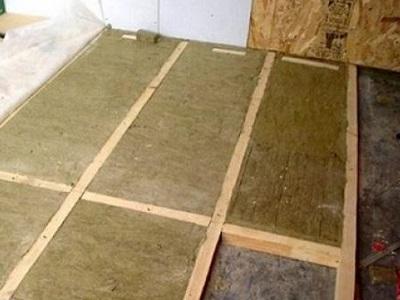 Утепление бетонного пола стекловатой