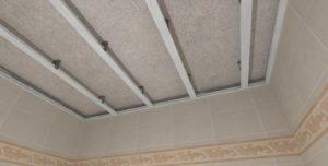 облицовка потолка пластиковыми панелями