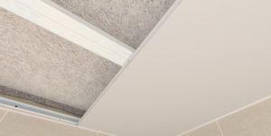 потолок пластиковых панелей