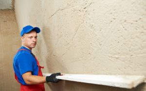 как ровно класть плитку стену