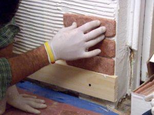 укладка декоративного камня на стену в квартире своими руками