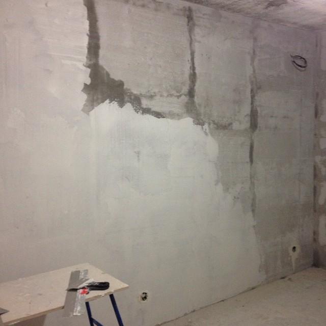 Шпаклёвка стен под обои своими руками видео