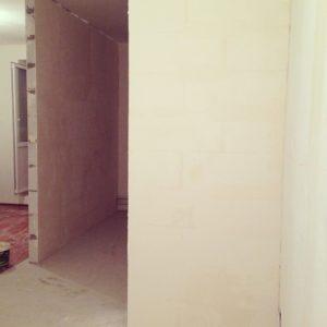 как зашпаклевать стены декоративной шпаклевкой