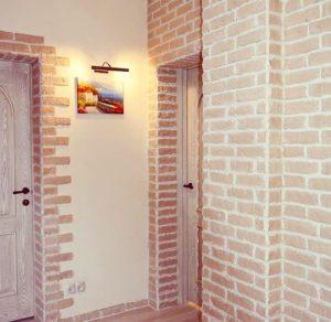 Пример декоративного камня на стене