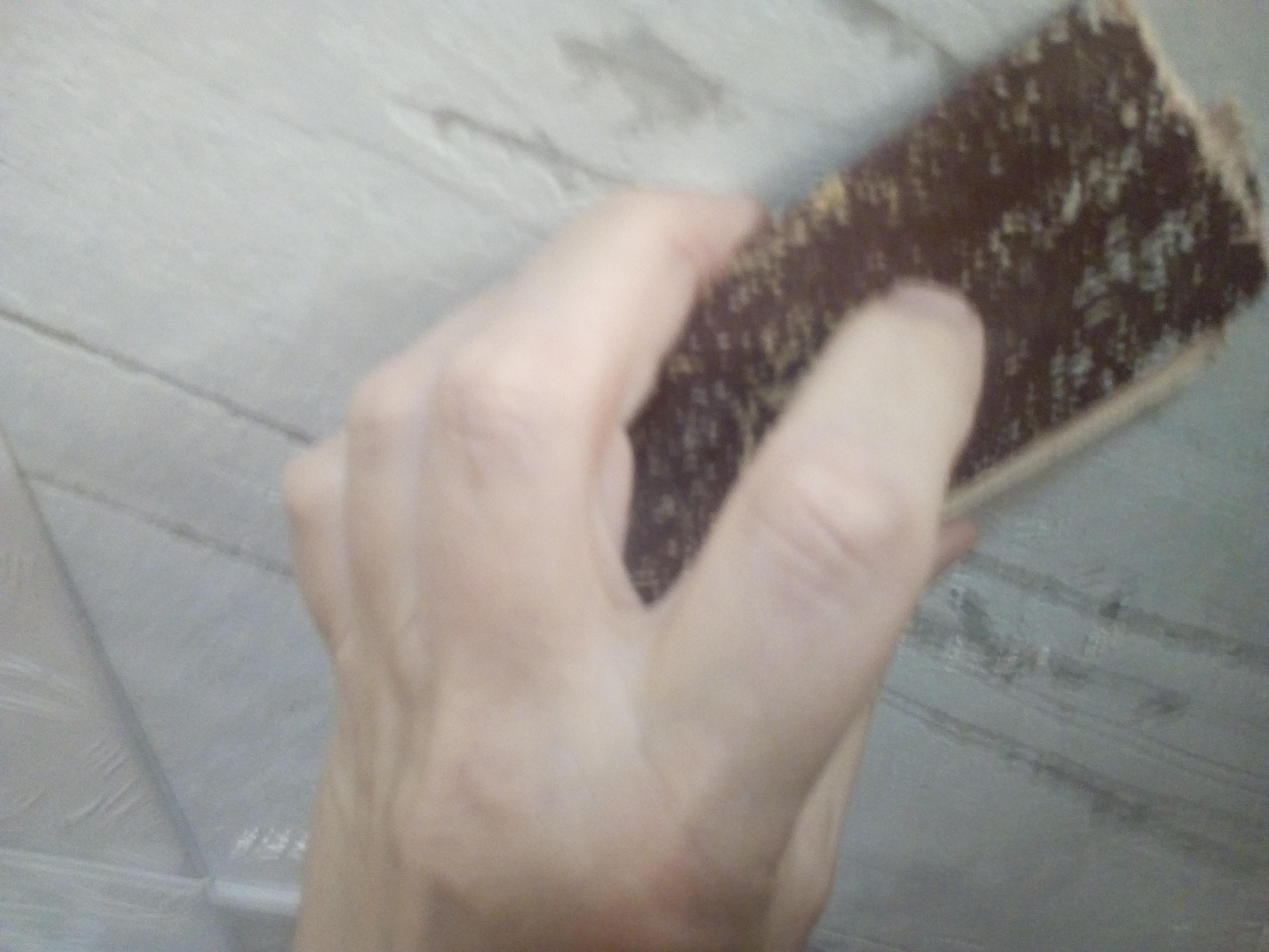 снятие побелки с потолка наждачной бумагой