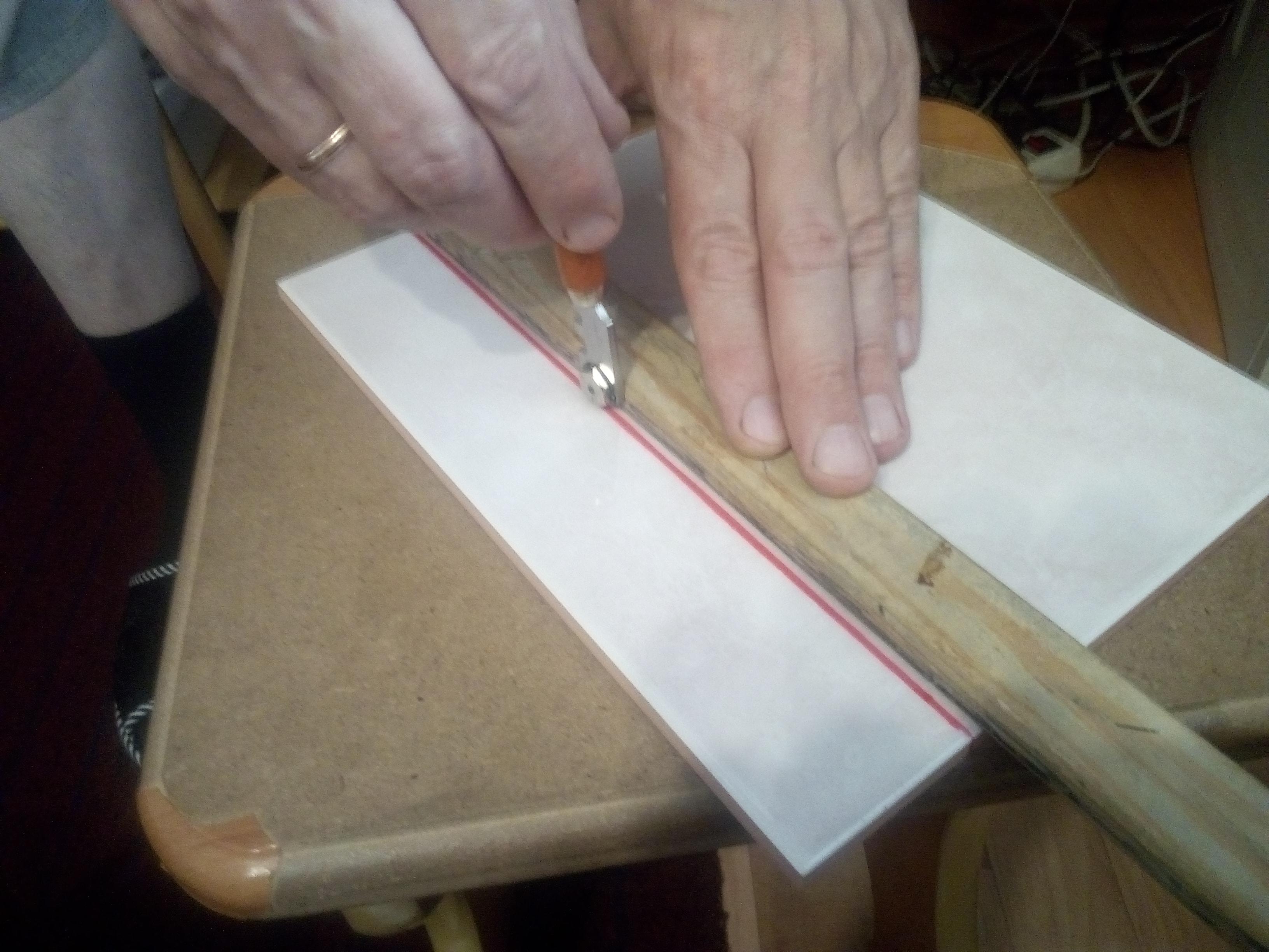 резка керамической плитки стеклорезом