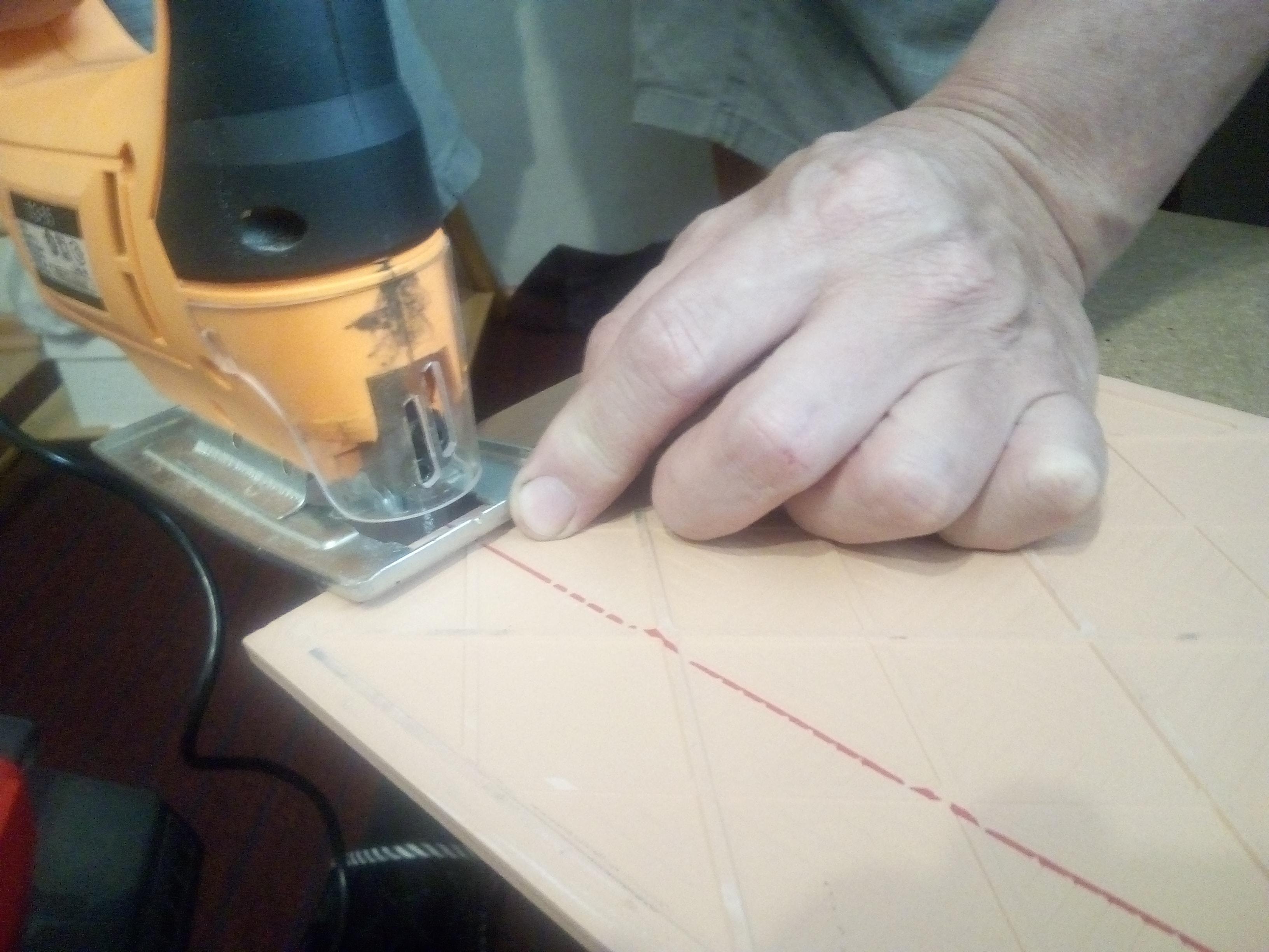 резка керамической плитки электролобзиком