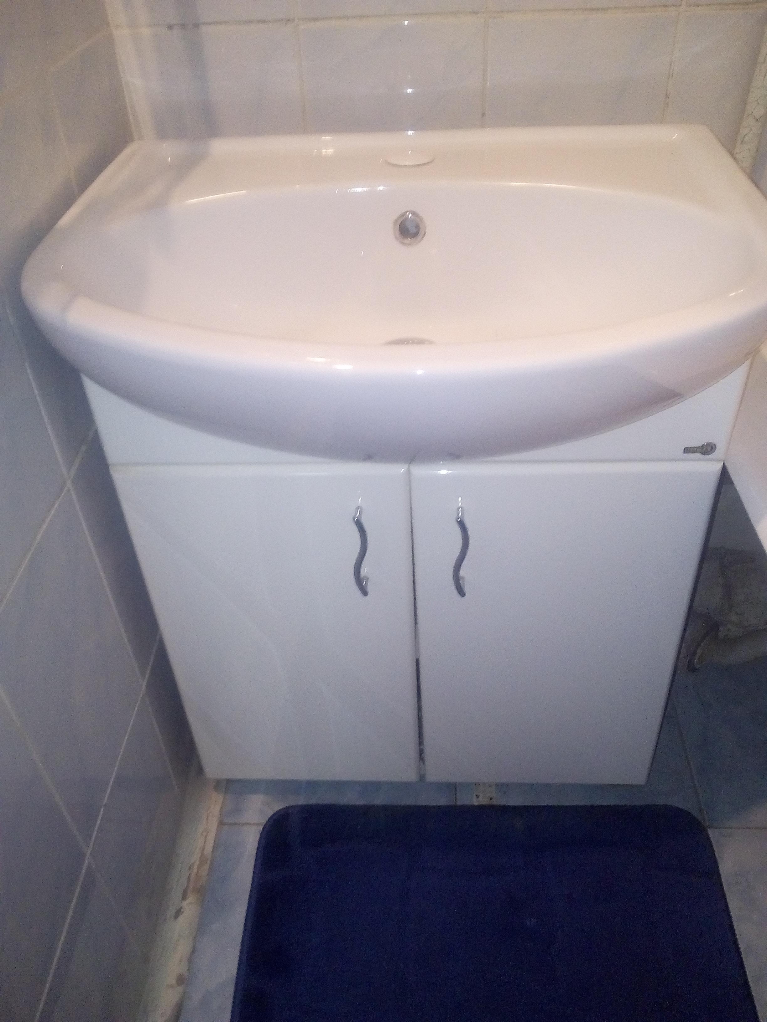как установить раковину в ванну, раковина-на-тумбе.jpg