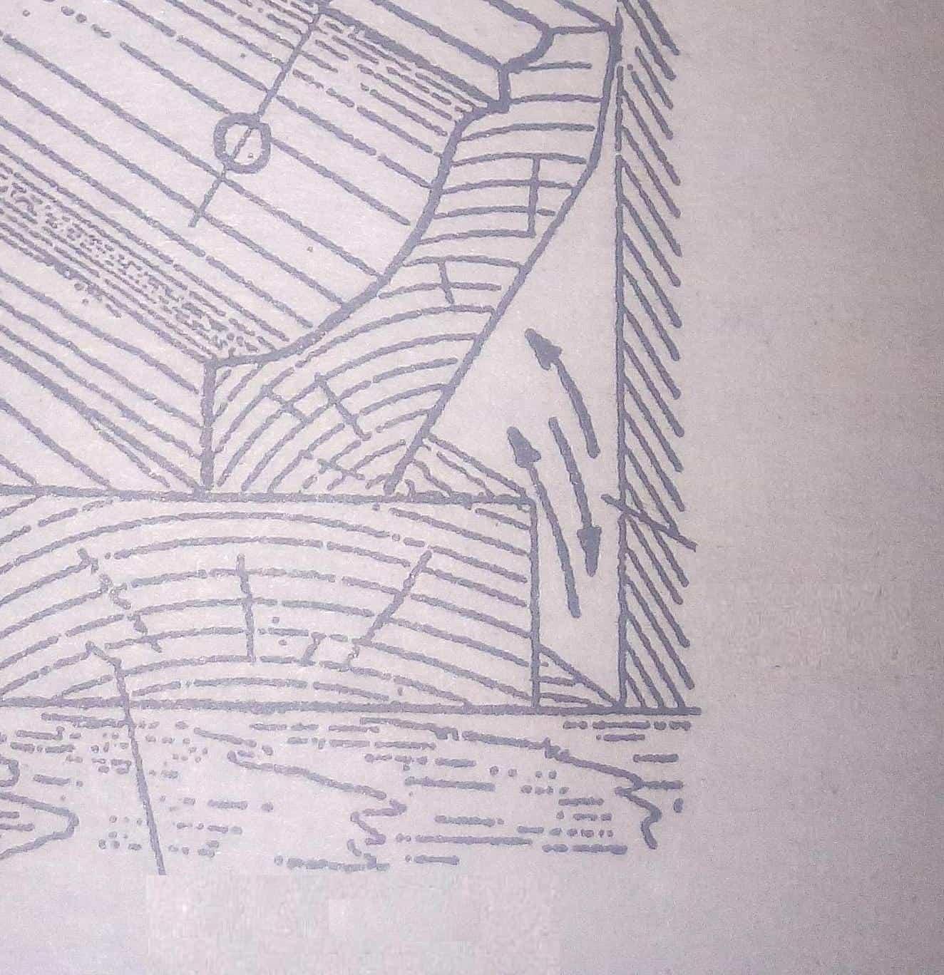 зазор между стенкой и досками пола, закрытый плинтусом